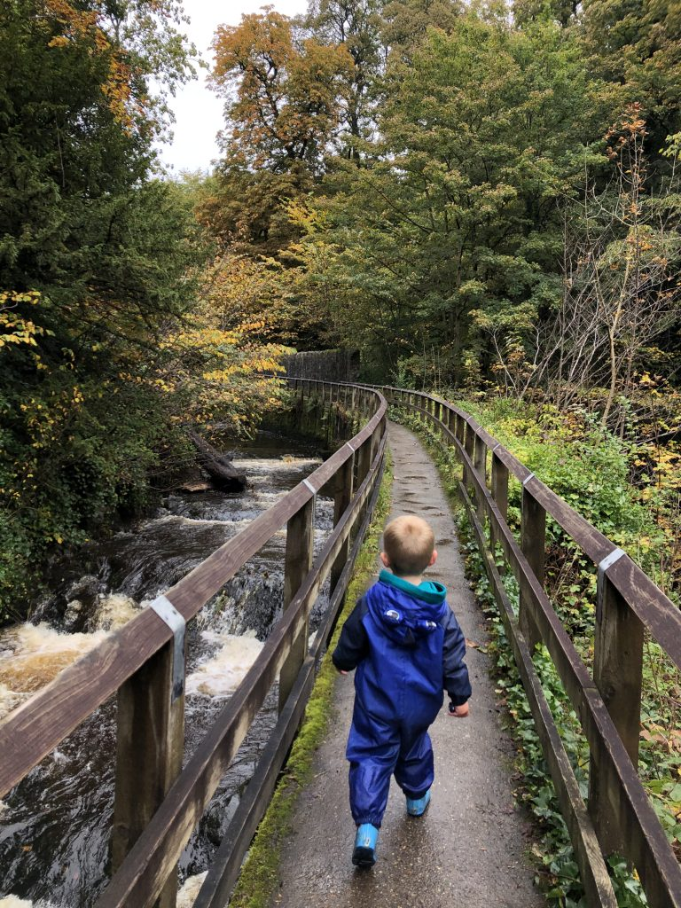 Walking behind the Castle to Skipton Woods