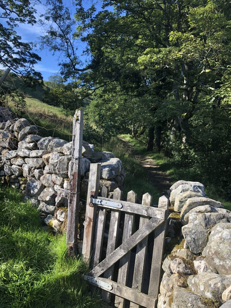 start of the walk to trollers gill